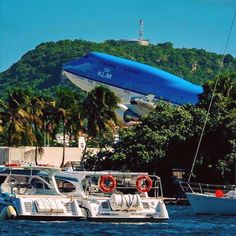 A KLM 747 departing from Princess Juliana Airport, on the Caribbean island of St Maarten. Commercial Plane, Commercial Aircraft, Airport Architecture, Pilot Career, Royal Dutch, Private Plane, Civil Aviation, Boeing 747, Jet Plane