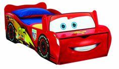 Super süsses Cars Lightning McQueen Kinderbett. Praktisch ist die kleine Bank am Bettende mit Stoff-Schublade, die ordrentlich Stauraum bietet. Matratzengröße (LxB): 140 x 70 cm