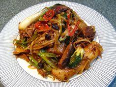 Black Bean Chili Sauce Beef Rice Roll Chow Fun (黑豆辣椒牛肉炒粉, Hak1 Dau6 Laat6 Ziu1 Ngau4 Juk6 Caau2 Fan2)