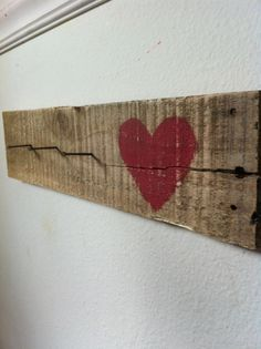 Reclaimed Pallet key hook Love the nails used as hooks Pallet Crafts, Diy Pallet Projects, Wooden Crafts, Wood Projects, Projects To Try, Old Pallets, Wooden Pallets, Barn Wood, Wooden Signs