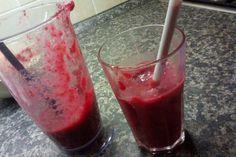 Jak udělat detoxikační smoothie s červenou řepou a citrusy Smoothies, Detox, Pudding, Desserts, Food, Tailgate Desserts, Deserts, Essen, Smoothie