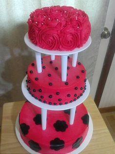 I decorate with foundant but do not do full foundant cakes
