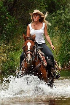♥ Cowgirls Dead Horse Ranch State Park, Cottonwood, Arizona, USA - I want to do this! Foto Cowgirl, Estilo Cowgirl, Sexy Cowgirl, Cowgirl And Horse, Cowboy Up, Cowgirl Style, Western Style, Horse Riding, Trail Riding