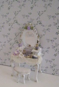shabby chic lavender and white dressing table, filled ,with gold trims and rose bouquets, twelfth scale miniature White Dressing Tables, Dressing Table With Stool, Vitrine Miniature, Miniature Dolls, Miniature Furniture, Dollhouse Furniture, Shabby Chic Style, Shabby Chic Decor, Dolls House Shop