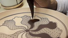 Sweet suspense: Japanese craftsman uses giant brush to fill in detailed ceramic patterns【Video】