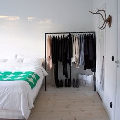Thought bedroom grownup: 100 ideas in white Bedroom white thought ideas grownup bedroom White Rooms, White Bedroom, Dream Bedroom, White Walls, Minimalist Home, Minimalist Closet, New Room, Home And Living, Bedroom Decor