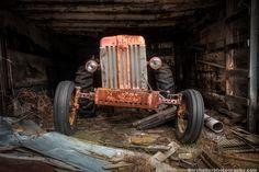 https://www.etsy.com/ru/listing/121825157/old-tractor-farm-machinary-rustic?ref=related-1