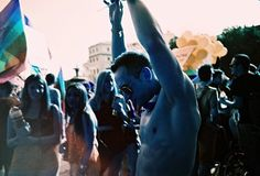 El #lomógrafo Quique Guerrero nos presenta su último trabajo fotográfico: #OrgulloGay. (+info):http://goo.gl/9wGAk8