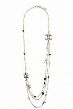 Chanel necklace with resin and glass pearls - Designer fashion ...