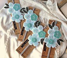 Felt Patterns, Hand Embroidery Patterns, Diy Embroidery, Felt Crafts Diy, Sand Crafts, Diy Bookmarks, Crochet Bookmarks, Felt Flowers, Fabric Flowers