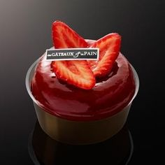 strawberry baba pastry chef Claire Damon Des gâteaux et du pain @desgateauxetdupain French Cake, French Patisserie, Savarin, Rum Cake, French Pastries, Great Desserts, Pudding, Cooking, Sweet