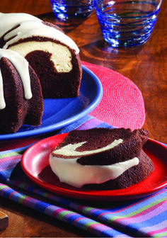 Chocolate-PHILADELPHIA Tunnel Cake – Who says you can't please everyone? We think you can with this Chocolate-PHILADELPHIA Tunnel Cake—and you'll be pleased to see how simple this dessert recipe is to make. Lemon Desserts, Easy Desserts, Delicious Desserts, Dessert Recipes, Dessert Ideas, Kraft Food And Family, Pound Cake Recipes, Pound Cakes, Just Cakes