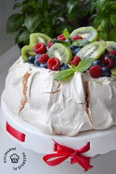 Discover recipes, home ideas, style inspiration and other ideas to try. Cherry Recipes, Fruit Recipes, Dessert Recipes, Cake Recipes, Cooking Recipes, Lemon Curd Pavlova, Meringue Desserts, Meringue Cake, Cooking