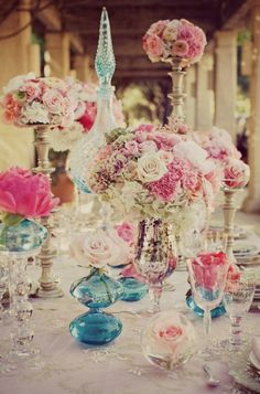 Amazing vintage centerpiece design using various styles, shapes, and colors of vases. Together they make a beautiful tablescape #wedding
