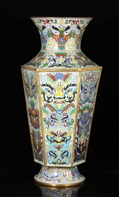 CHINESE CLOISONNÉ LARGE AND RARE VASE Asian Collections Auction | Kaminski Auctions 2/22