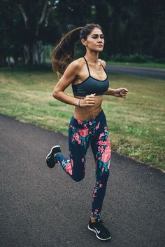 Fitness Outfits & Women's Gym Wear : The Classic Antigua Floral Leggings. Fitness Outfits, Womens Workout Outfits, Fitness Fashion, Sport Outfits, Fitness Workouts, Fitness Goals, Fitness Style, Health Fitness, Yoga Inspiration