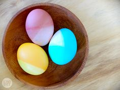 Here's a fun, colorful and quick way to do your #Easter eggs this year!