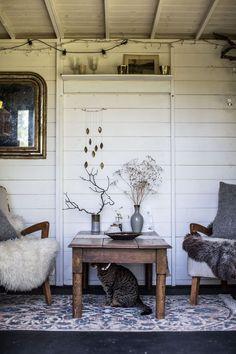 Boho garden retreat shed design shed diy s. 1930s House Interior, Shed Interior, Interior Design, Cafe Interior, Garden Shed Diy, Home And Garden, Garden Ideas, Diy Ikea Hacks, Shed Decor