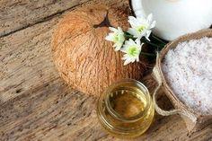 4 θεραπείες που συσφίγγουν και αναζωογονούν το δέρμα σας - Με Υγεία Coconut Oil Uses, Coconut Oil For Skin, Coconut Hair, Stretch Marks Coconut Oil, Daily Beauty Tips, All Natural Deodorant, Home Remedies For Acne, Nutrition Articles, Candida Diet
