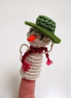 Free crochet pattern for finger puppet snowman