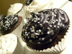 Glitter Stars Cupcakes (yellow, blue or purple icing instead -KV)