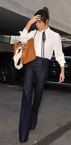 Victoria Beckham Outfits, Victoria Beckham Style, Victoria Style, Vic Beckham, Mode Bcbg, Victoria Fashion, Buy Clothes Online, Mode Jeans, Looks Chic