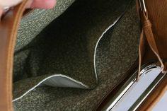 kabelka Lora hnedá XL, vo vnútri 2 malé vačky bez zipsu a 1 so zipsom