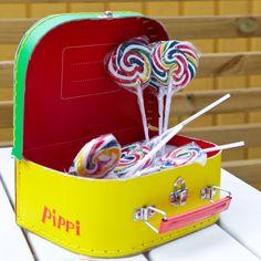 Häng med i Fridas kalas blogg och få inspiration och ideér för att planera ditt eget Pippi Långstrump kalas. I vår webshop hittar du det mesta du behöver.