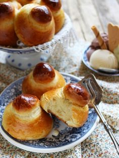 Discover recipes, home ideas, style inspiration and other ideas to try. Pretzel Bun, Pretzel Bites, Sicilian Recipes, Sicilian Food, Tasty Dishes, Chocolate, Love Food, Food Photography, Food And Drink