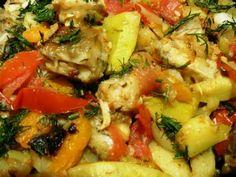 Рыбка с овощами на сковороде