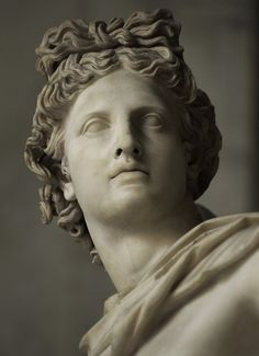 Apollo Belvedere. Detail. Marble. Roman copy (c. 130—140 CE) in marble of a Greek bronze (c. 330—320 BCE), probably by Leochares. Inv. No. 1015. Rome, Vatican Museums, Pio-Clementine Museum, Octagonal Court. (Photo by Sergey Sosnovskiy).