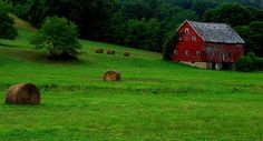 One of just too many barns to count.... in Greene County, Pennsylvania Country Barns, Old Barns, Country Life, Green Barn, Travel Usa, Beautiful Pictures, House Styles, Pennsylvania, Windmills
