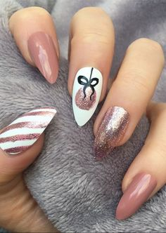 25 Bright and Awesome CHRISTMAS NAILS Art Design and Polish Ideas for 2019 Part christmas nails; christmas nails gel nails 25 Bright and Awesome CHRISTMAS NAILS Art Design and Polish Ideas for 2019 Part 24 Cute Acrylic Nails, Gel Nail Art, Acrylic Nail Designs, Fun Nails, Chic Nails, Trendy Nails, Acrylic Art, Cute Christmas Nails, Christmas Nail Art Designs
