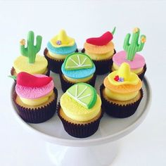 Love these little Fiesta Cupcakes by the very clever @savvycaker #fiesta #fiestaparty #mexican #cupcakes #cakes #cactus #chilli #partyideas #dessert
