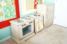 I think this is the nicest DIY kids kitchen I've ever seen.  My husband and I so don't have skills like this.