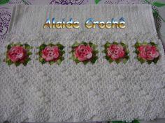 Toalha de Lavabo, com trabalho em crochê, cor branca, flor rosa, da Kaster, esse valor + frete, se houver muitas encomendas o prazo poderá ser prolongado. R$ 45,00