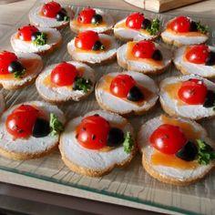 apéro coccinelle Mini Toast, Food Handling, Ravioli, Mini Cakes, Food Preparation, Finger Foods, Food Styling, Sushi, Buffet