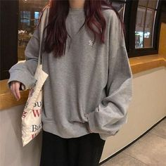 Image about fashion in Outfit Inspo by I'm Chuck Bass Korean Girl Fashion, Ulzzang Fashion, Asian Fashion, Ulzzang Style, Moda Oversize, Tumblr Outfits, Sweatshirt Outfit, Teen Fashion Outfits, Modest Fashion