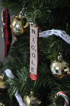 Check Out 27 Diy Christmas Ornaments Ideas You'll Love. Probably the best way to get inspired for the holidays is to decorate your house and a Christmas tree. Christmas Love, Homemade Christmas, Winter Christmas, All Things Christmas, Christmas Decorations, Scrabble Ornaments, Christmas Ideas, Scrabble Letters, Tutorials