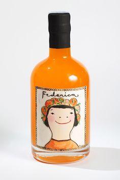 Botella de Federica  Se trata de un 'arancello', un licor artesanal realizado con las naranjas de la región levantina y que llega de la mano del equipo de enólogos de Pago de Tharsys, una bodega de Requena. Artisan packaging PD
