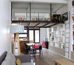 Une mezzanine accessible par une échelle amovible