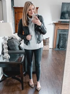 From athletic looks to dressier options youll find over twenty spanx faux leather leggings outfits for fall and winter Legging Outfits, Sporty Outfits, Leggings Fashion, Work Outfits, How To Wear Leggings, Best Leggings, Women's Leggings, Mode Des Leggings, Sonus Festival