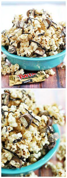 Biscoff Twix Popcorn - Something Swanky Yummy Snacks, Yummy Treats, Delicious Desserts, Sweet Treats, Snack Recipes, Dessert Recipes, Yummy Food, Peanut Butter Recipes, Sweet Recipes