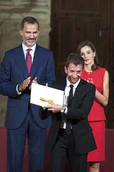 Pablo Motos (C) receives the Culture Award from King Felipe VI of Spain (L) and Queen Letizia of Spain (R) during the 'National Culture' awards at the Santa Maria y San Julian Cathedral on September 13, 2017 in Cuenca, Spain.