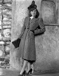 Vintage Hairstyles Priscilla Lane Modeling Houndstooth Coat Canvas Art - x - Priscilla Lane Modeling Houndstooth Coat Canvas Art - x Vintage Glamour, Vintage Beauty, Vintage Mode, Moda Vintage, Vintage Vibes, Vintage Outfits, Vintage Dresses, Vogue, 40s Mode