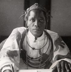 Oba Akenzua II Born in 1899 in Benin City, as crown Prince Godfry Edokparhogbuyunmwun basimi. Ascended the Benin throne on April 1933 with the title Oba Akenzua II. African Men, African History, African Beauty, French West Africa, African American Artwork, Black Royalty, African Royalty, Black Families, African Diaspora