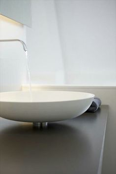 ...love those sinks....I am squeezing and pushing my poor husband every day to get me those sinks :-)))