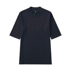 ユニクロ WOMEN リブハイネックT(5分袖)  この秋はトップスをコンパクトに!リブ&ハイネックでレディな着こなしを。 ・今季大注目のリブ素材Tシャツ。 ・リブなのですっきり見え、女性らしくきれいなシルエットを演出。 ・首もとは旬の着こなしに欠かせないハイネック。 ・二の腕をすっきり見せる絶妙な五分袖。 ・定番も最旬のテラコッタカラーも登場。 ¥1,000 +消費税 商品番号:190380  カラー: OFF WHITE BLACK WINE BROWN DARK GREEN NAVY  サイズ: S M L XL XXL 3XL