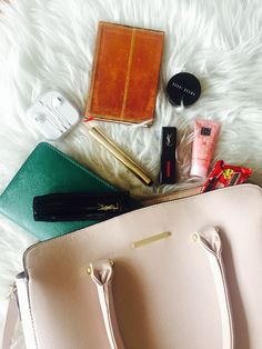 My purse essentials. Beauty, technology, snacks... What are yours?