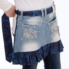 Upcycle your favorite jeans into a DIY apron! - Nancy's Notions - sewing - DIY - Sewing With Nancy ropa reciclada pantalones Minutes to Recycle Jeans Jean Crafts, Denim Crafts, Diy Jeans, Sewing Patterns Free, Free Sewing, Sewing Diy, Sewing Hacks, Sewing Aprons, Sewing Clothes